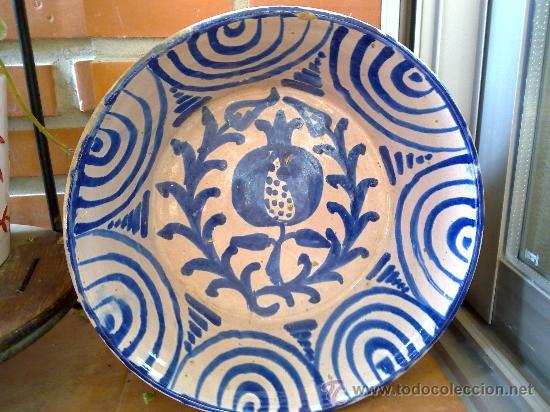 ANTIGUA FUENTE DE FAJALAUZA PINTADA A MANO (Antigüedades - Porcelanas y Cerámicas - Fajalauza)
