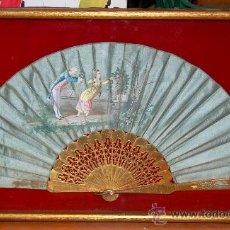 Antigüedades: BELLISIMO ABANICO CON VARILLAJE EN MADERA DORADA AL ORO FINO. PAIS PINTADO SOBRE MADERA. CIRCA 1900. Lote 34313795