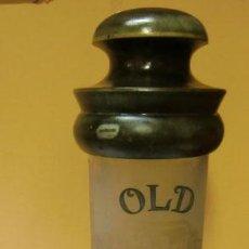 Antigüedades: BOTELLA DE WHISKY DECORATIVA, PONE OLD WHISKY. SE DESENROSCA EL TAPÓN. Lote 34055023