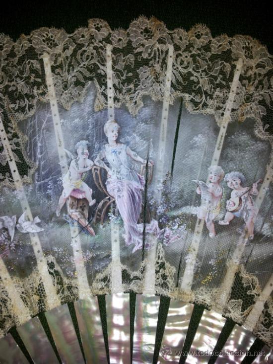 Antigüedades: Bonito abanico de encaje de Chantilly con varillaje de nacar y pintado a mano. - Foto 10 - 26720474