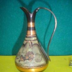 Antigüedades: JARRÓN PEQUEÑO DE COBRE REPUJADO. Lote 34092944