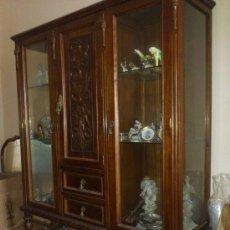 Antigüedades: ANTIGUA VITRINA DE MADERA Y CRISTAL .. Lote 34099844