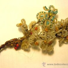 Antigüedades: PEQUEÑO RAMO FLORAL ANTIGUO REALIZADO CON ABALORIOS DE CRISTAL . Lote 34105269