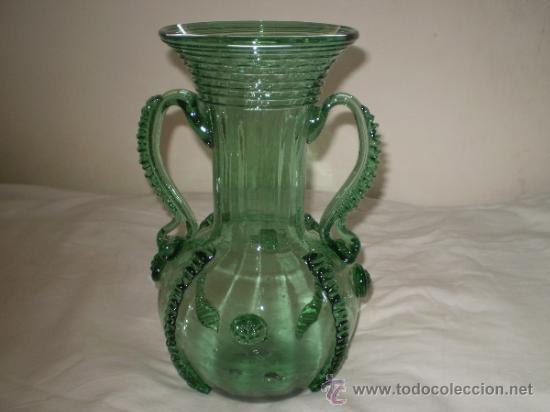 antiguo jarron en vidrio soplado mallorquin o catalan aos