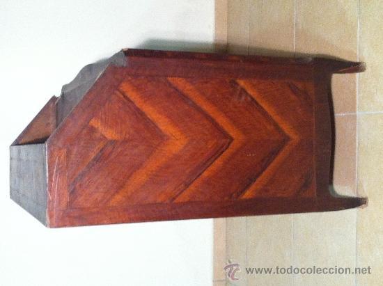 Antigüedades: Lateral izquierdo, detalle del juego de vetas