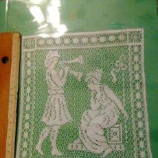 Antigüedades: PRECIOSA APLICACION CON MOTIVO ROMANTICO DE ENCAJE DE RED, PARA CORTINA, MANTEL, COLCHA O VESTIDO.. Lote 34152384