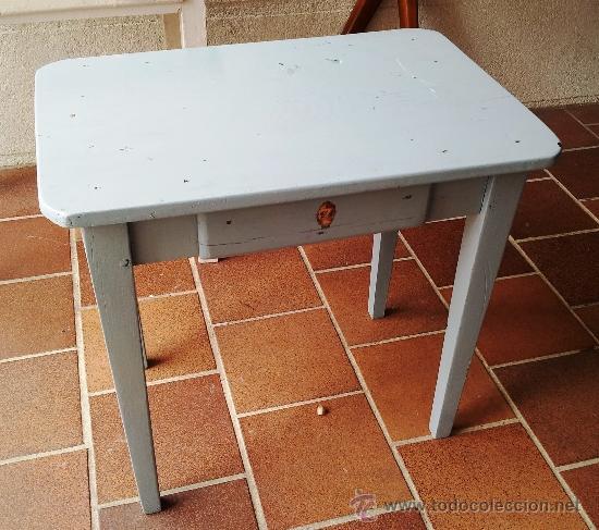 Mesa auxiliar antigua con aire de pupitre para comprar - Mesas auxiliares antiguas ...