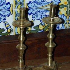 Antiques - Pareja candelero bronce. S xviii. España - 34185856
