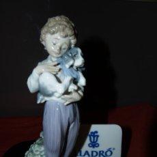 Antigüedades: PRECIOSO NIÑO CON PERRITO DE PORCELANA FINA DE LLADRO COLECCION SOCIEDAD COLECCIONISTAS REF. 7609. Lote 29308788