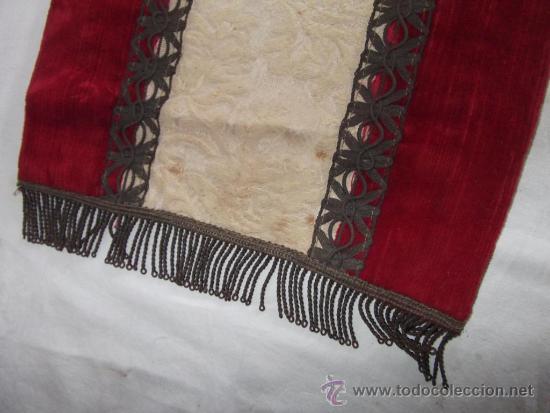 Antigüedades: antiguo mantel o tapete religioso bordado de principios de siglo, mide 36 cm x 24 cm - Foto 2 - 34214975