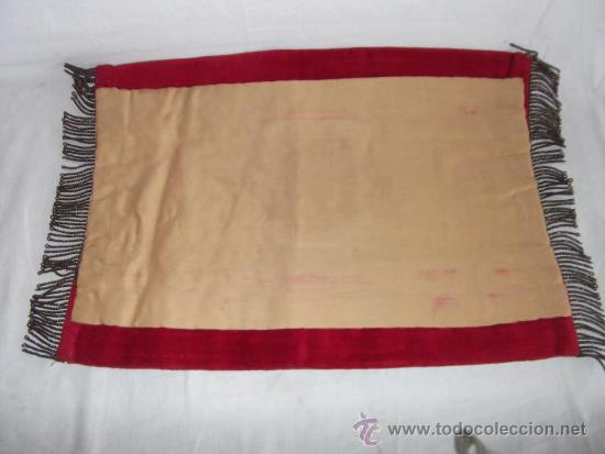 Antigüedades: antiguo mantel o tapete religioso bordado de principios de siglo, mide 36 cm x 24 cm - Foto 5 - 34214975