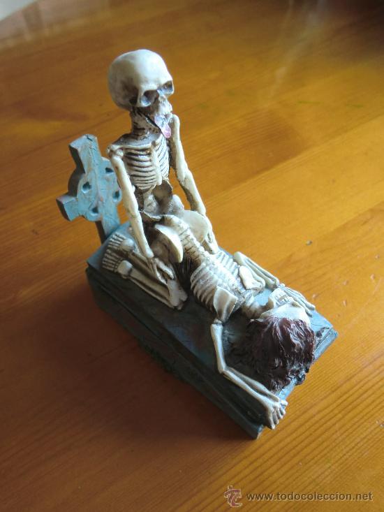 Antigüedades: Figura de resina ESQUELETOS Y CALAVERAS CON TUMBA. ¡Nuevo! - Foto 2 - 34219469