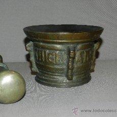 Antigüedades: MORTERO DE BRONCE S. XVI (NO COPIA)CON SU MANO ,INSCRIPCION CON LETRAS GOTICAS 4 COSTILLAS . Lote 34223471