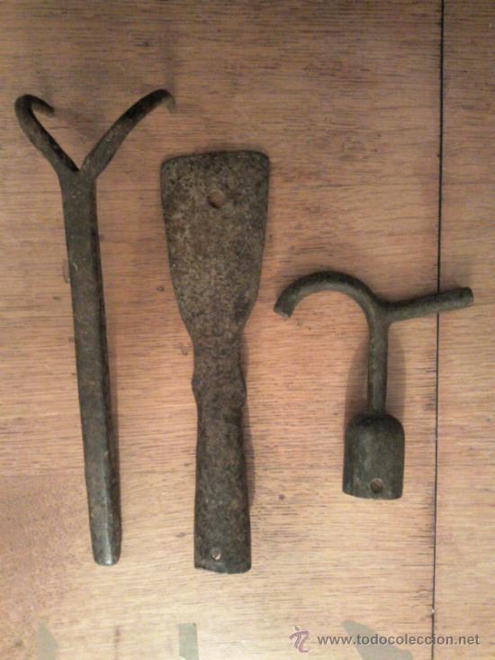 LOTE DE TRES HERRAMIENTAS ANTIGUAS (Antigüedades - Técnicas - Rústicas - Agricultura)