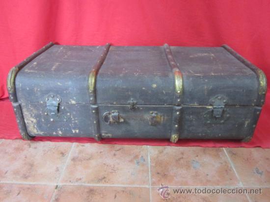 BAÚL DE VIAJE FORRADO EN CUERO, PARA RESTAURAR. (Antigüedades - Muebles Antiguos - Baúles Antiguos)