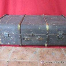 Antigüedades: BAÚL DE VIAJE FORRADO EN CUERO, PARA RESTAURAR.. Lote 34287313