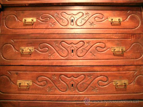 Antigüedades: Cómoda 5 cajones. Madera de nogal con frentes labrados. Maciza. Sobre en mármol blanco. - Foto 2 - 34298078