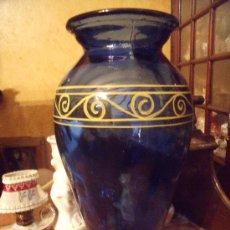 Antiquitäten - PRECIOSO JARRON EN VIDRIO DE COLOR AZUL DECORACION A MANO ALTO 38. - 34350181