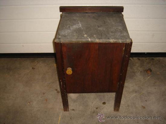 Mesita de noche antigua con armario central y comprar - Mesita de noche original ...