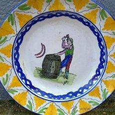 Antigüedades: ANTIGUA FUENTE DE CERAMICA PINTADA A MANO Y FIRMADA LARIO. Lote 34393104