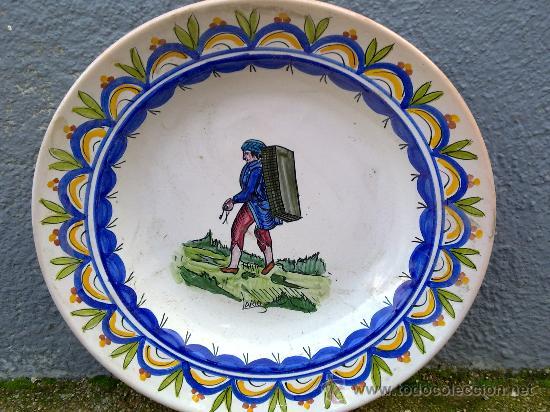 ANTIGUA FUENTE DE CERAMICA PINTADA A MANO Y FIRMADA LARIO (Antigüedades - Porcelanas y Cerámicas - Lario)