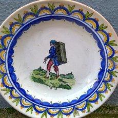 Antigüedades: ANTIGUA FUENTE DE CERAMICA PINTADA A MANO Y FIRMADA LARIO. Lote 34393184