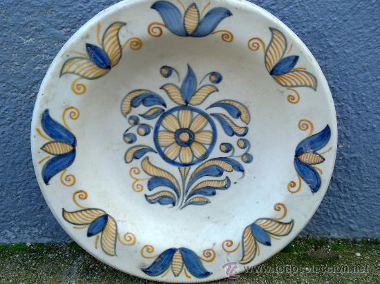 ANTIGUA FUENTE DE CERAMICA PINTADA A MANO, TALAVERA, CHACON (Antigüedades - Porcelanas y Cerámicas - Talavera)