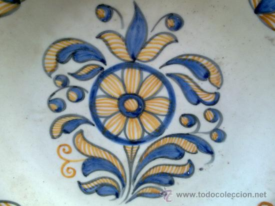 Antigüedades: antigua fuente de ceramica pintada a mano, talavera, chacon - Foto 2 - 34393266