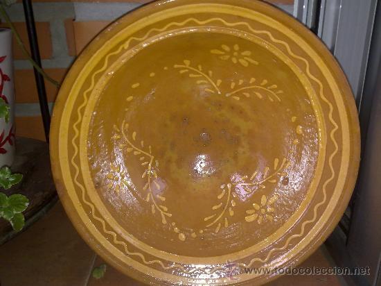 ANTIGUO LEBRILLO DE BARRO CON BONITO RAMEADO. (Antigüedades - Porcelanas y Cerámicas - La Bisbal)