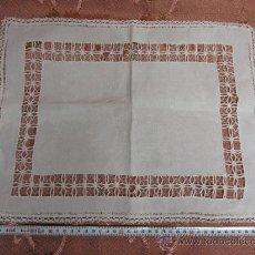 Antigüedades: TAPETE DE ENCAJE DE HILO BLANCO / S.XX. Lote 34442022