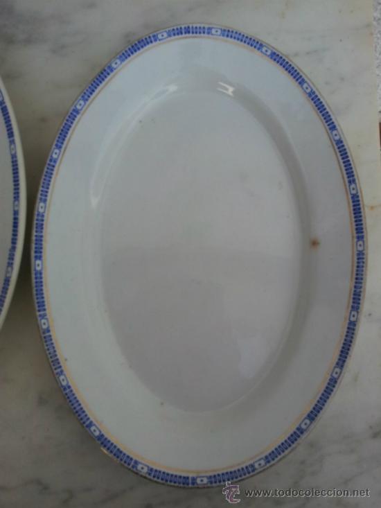 Antigüedades: Dos bandejas para servir en porcelana de San Juan de Aznalfarache - Foto 11 - 34503005