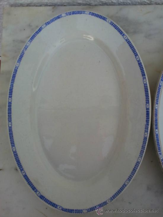 Antigüedades: Dos bandejas para servir en porcelana de San Juan de Aznalfarache - Foto 10 - 34503005