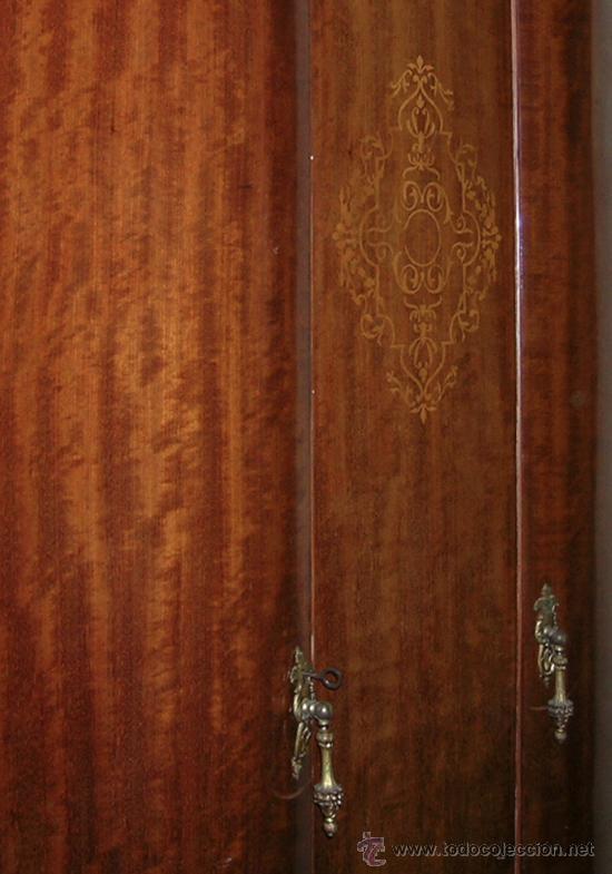 Antigüedades: Armario 2 puertas curvadas, con marquetería. Espejos biselados en interior puertas. Madera de mbero - Foto 2 - 34438185
