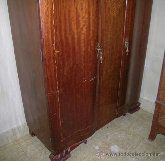 Antigüedades: Armario 2 puertas curvadas, con marquetería. Espejos biselados en interior puertas. Madera de mbero - Foto 3 - 34438185