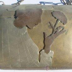 Antigüedades: ANTIGUO BOLSO DE METAL Y COBRE Y ALPACA EN RELIEVE(SOBRE EL AÑO 1920). Lote 34468528