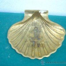 Antigüedades: CENICERO DE COCHA MARITIMO BRONCE. Lote 34448698