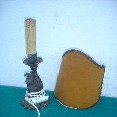 Antigüedades: LAMPARA CON FIGURA DE BRONCE AGUILA. Lote 34448719