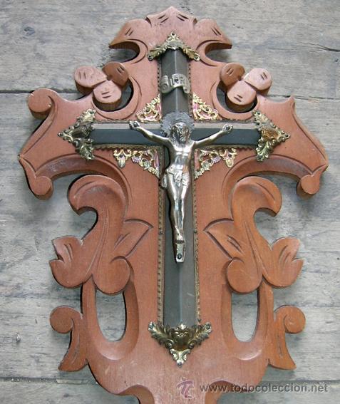 Antigüedades: Antiguo Benditero-Cruz. Crucifijo madera caobilla tallada a mano y metal. Principios S.XX - Foto 2 - 34457629