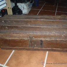 Antigüedades: BAUL FORRADO EN PIEL DE CABRA. Lote 34490508