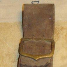 Antigüedades: ANTIGUA CAMPANILLA - CAMPANA PARA GANADO. EN BRONCE CON CORREAJE DE CUERO. . Lote 34497790