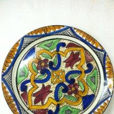 Antigüedades: GRAN PLATO DECORADO PINTADO A MANO. Lote 34510007