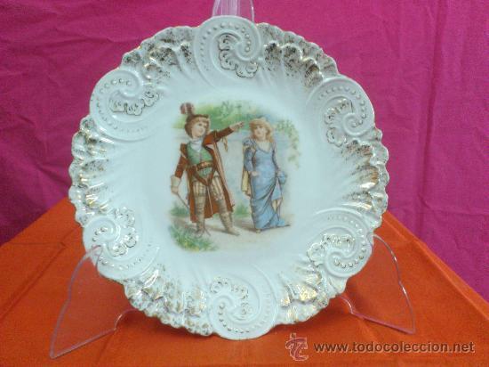 ANTIGUO PLATO MODERNISTA ESCENA ROMANTICA (Antigüedades - Porcelanas y Cerámicas - Otras)