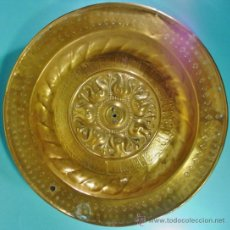Antigüedades: GRAN PLATO LIMOSNERO EN LATÓN. NUREMBERG, ALEMANIA. SIGLO XVI.. Lote 34527565