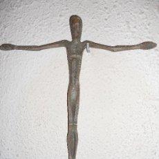 Antigüedades: ANTIGUO CRUCIFIJO DE DISEÑO HIERRO. Lote 34532846