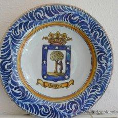 Antigüedades: ANTIGUA GRAN FUENTE CON ESCUDO DE MADRID - TALAVERA, S.TIMONEDA. Lote 34543002