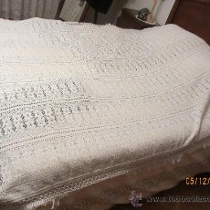 Antigüedades: ANTIGUA COLCHA TIPO CROCHET/GANCHILLO 240X160 CMS. Lote 230096725