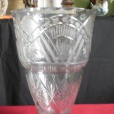 Antigüedades: PRECIOSO Y GRAN JARRÓN EN CRISTAL TALLADO A MANO, CIRCA 1940. Lote 34556138