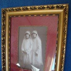 Antigüedades: ANTIGUO MARCO DE MADERA TALLADO CON FOTO DE AÑOS 20, MARCO NDORADO. Lote 34578955
