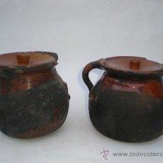 Antigüedades: JUEGO DOS ANTIGUAS OLLAS PEQUEÑAS CON TAPADERA PARA COCINAR DIRECTAMENTE EN EL FUEGO, 12 CM. ALTURA . Lote 34595747