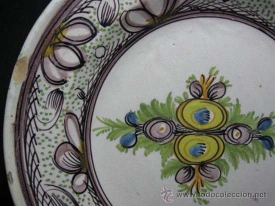 ANTIGUO PLATO DE RIBESALBES, SG.XIX. MIDE 30 CM. DIAMETRO, VER DETALLES. (Antigüedades - Porcelanas y Cerámicas - Ribesalbes)